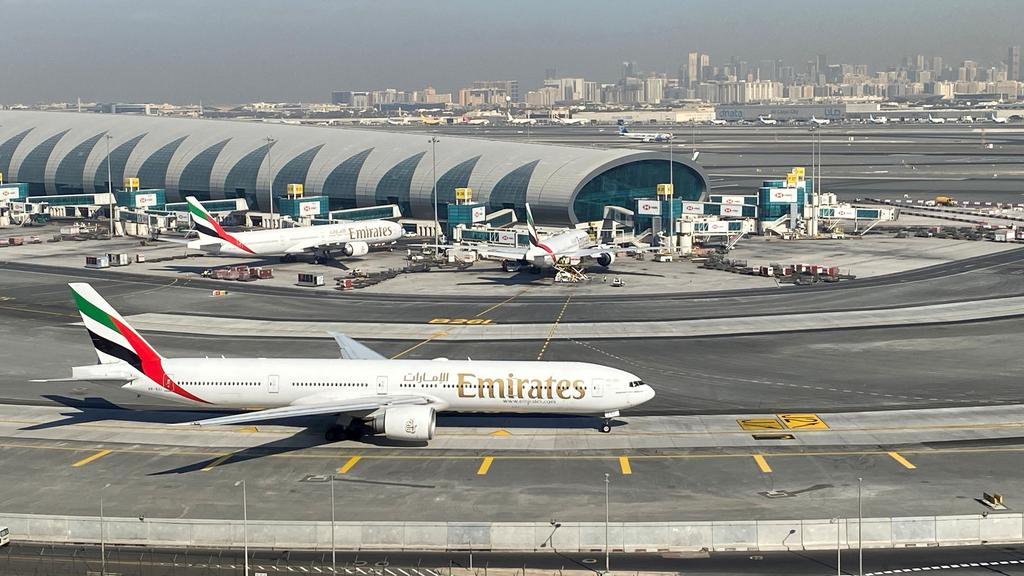 FILE PHOTO: Emirates airline sees full fleet returning to the skies this year
