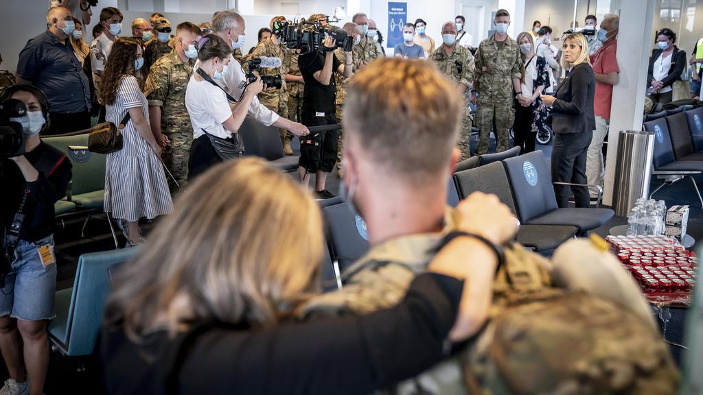 De sidste danske Afghanistan-soldater lander og modtages i Københavns Lufthavn