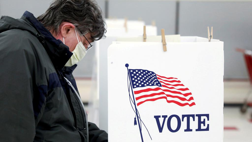 FILE PHOTO: Presidential primary election in Illinois