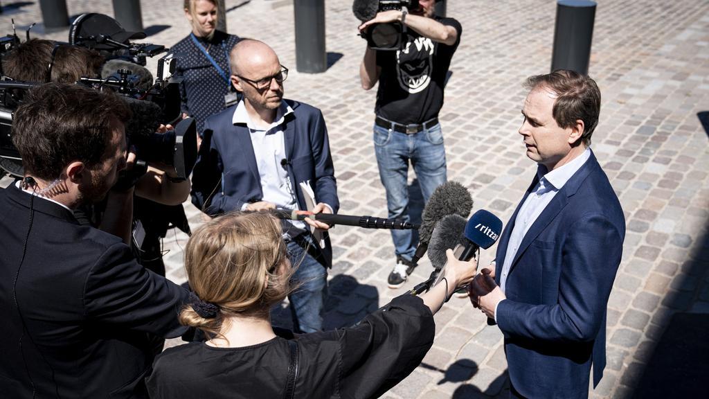 Partiledere ankommer til forhandlinger i Finansministeriet
