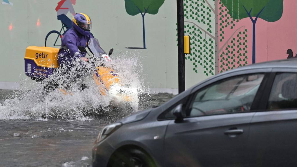 BRITAIN-WEATHER-FLOODING