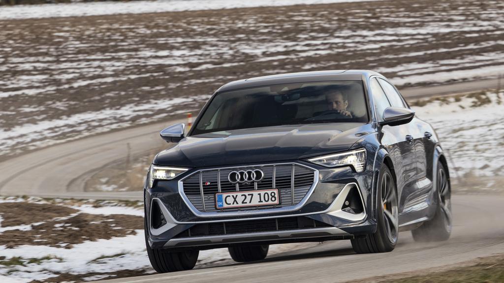 Audi e-tron Sportback S NY.jpg