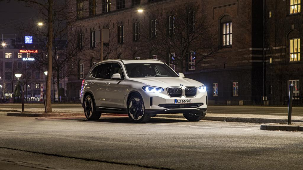 BMW iX3 2.jpg