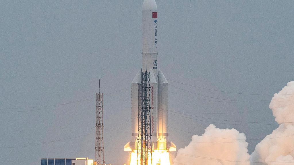 FILES-CHINA-SPACE-ROCKET