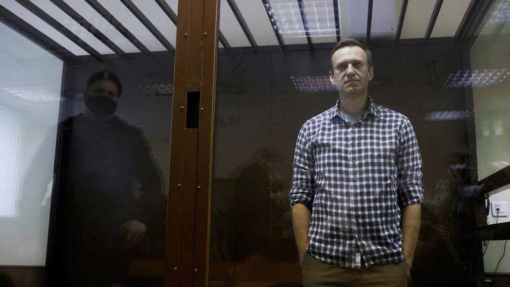 FILE PHOTO: FILE PHOTO: Russian opposition politician Alexei Navalny attends a court hearing in Moscow